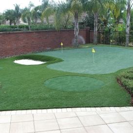 artificial_turf_with_putting_green