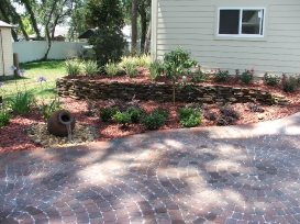 retaining_wall_with_mulch