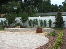 retaining_wall_with_pavers