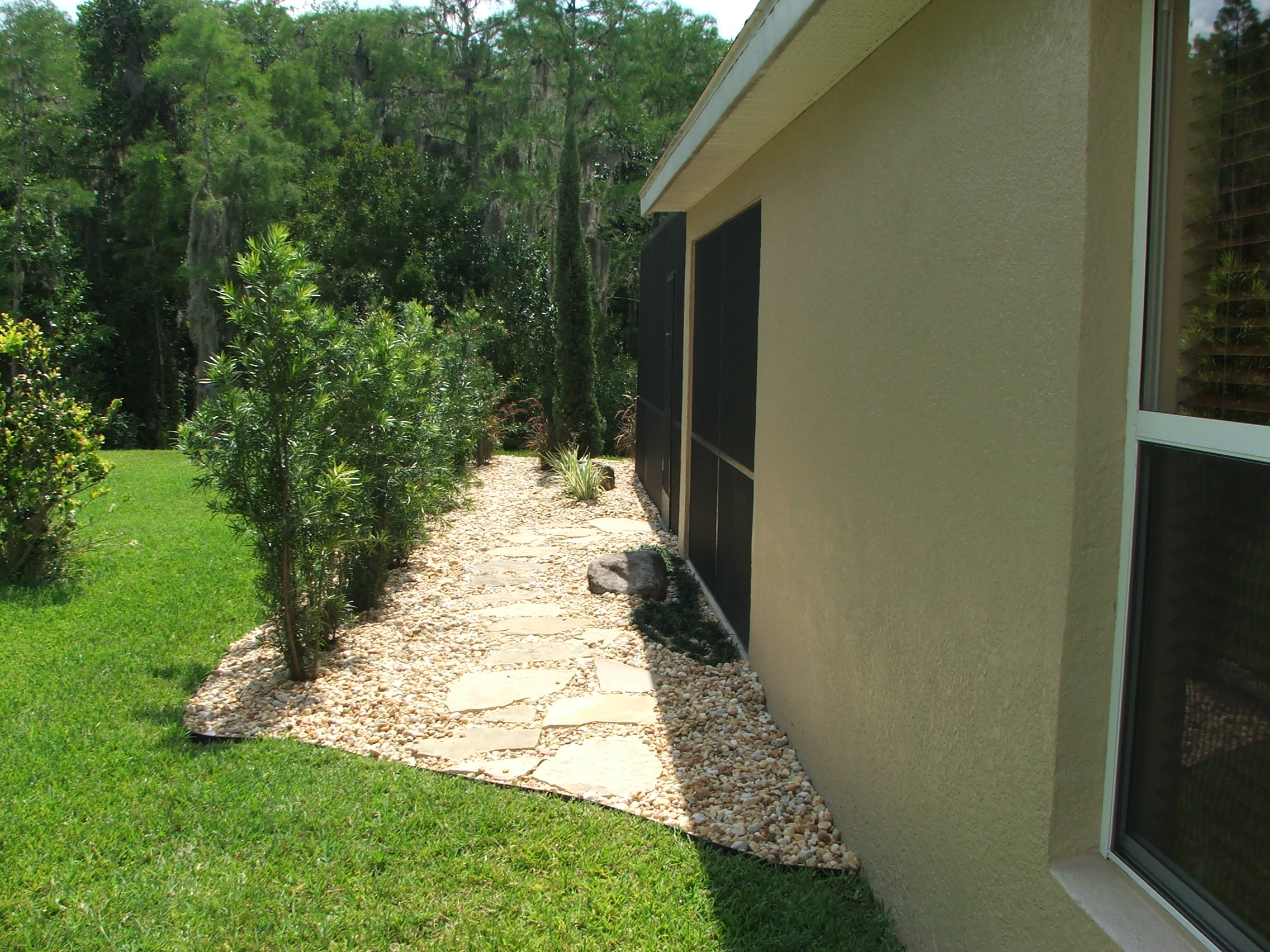 side_yard_walkway